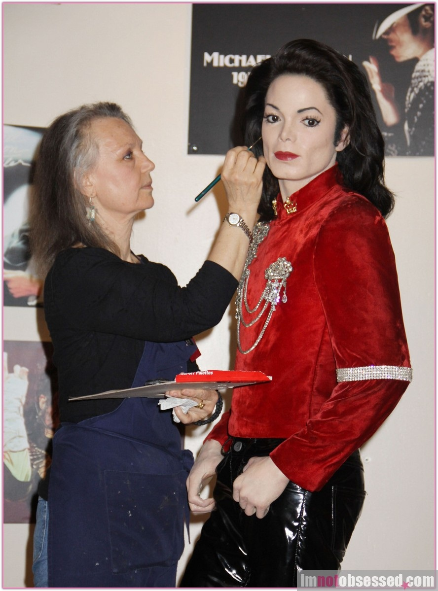Madame Tussauds Prepares Michael Jacksons Wax Figure For One-year Anniversary of His Death!