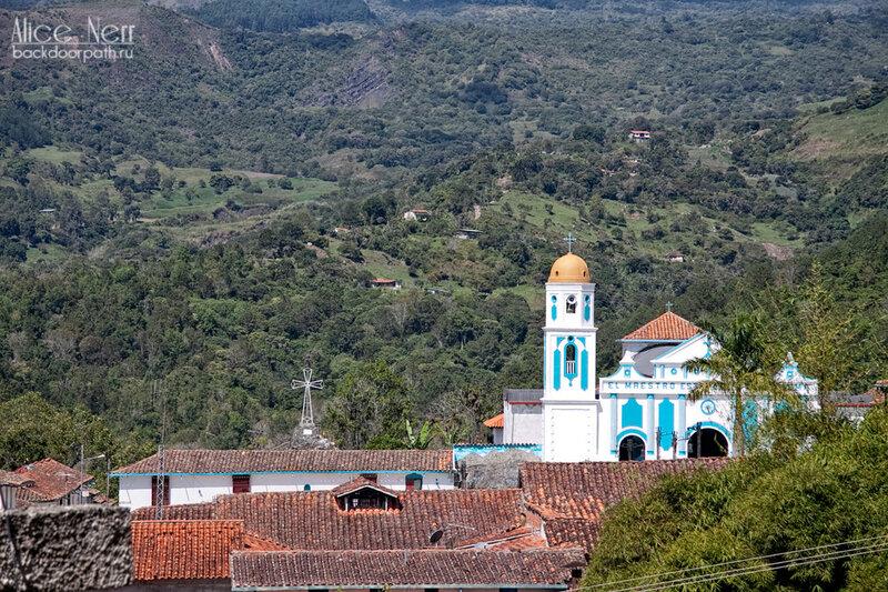 городок в колониальном стиле, церковь, венесуэла