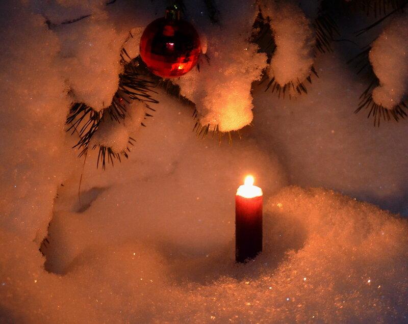Свеча в снегу...