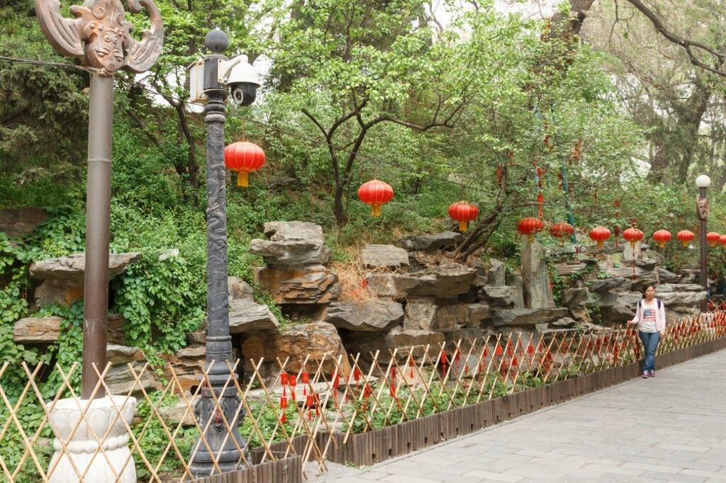 Каменистая горка в саду, Гунванфу, резиденция князя Гуна, Пекин