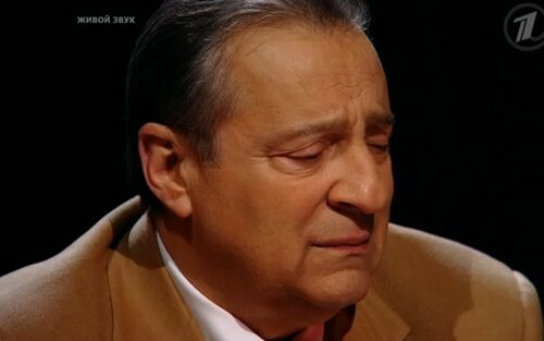 Хазанов плачет