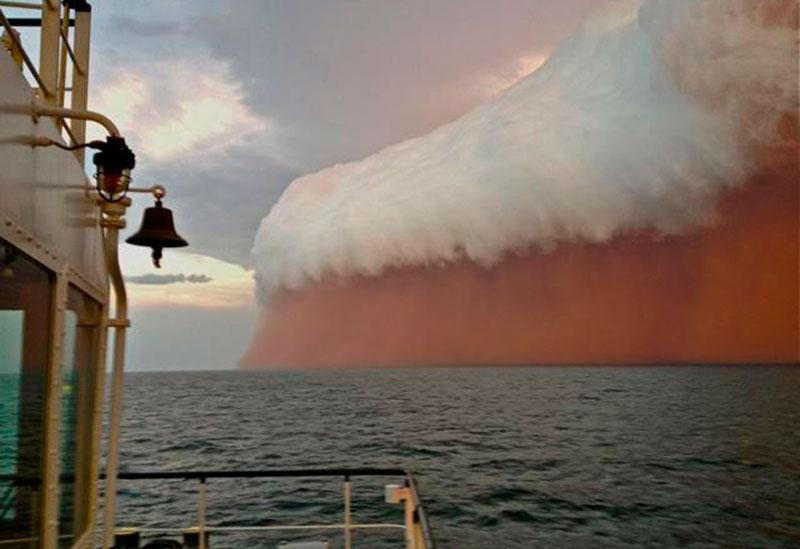 صور مدهشة لعاصفة رملية اجتاجت المحيط الهندي 0_9d49b_50a9e344_orig