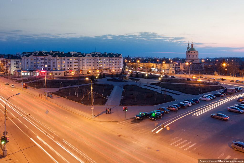 Этот трц на дмитровском шоссе с ближайшим к нему метро алтуфьево имеет суперокружное значение и организован в