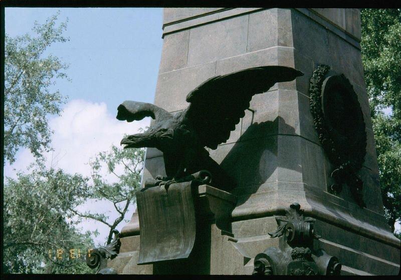 122. Постамент бывшего памятника Александру III