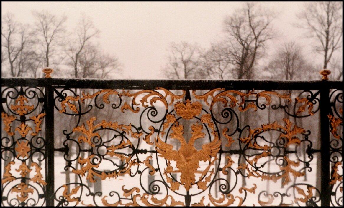 Двуглавый орёл Романовых на балконе в Екатерининском дворце