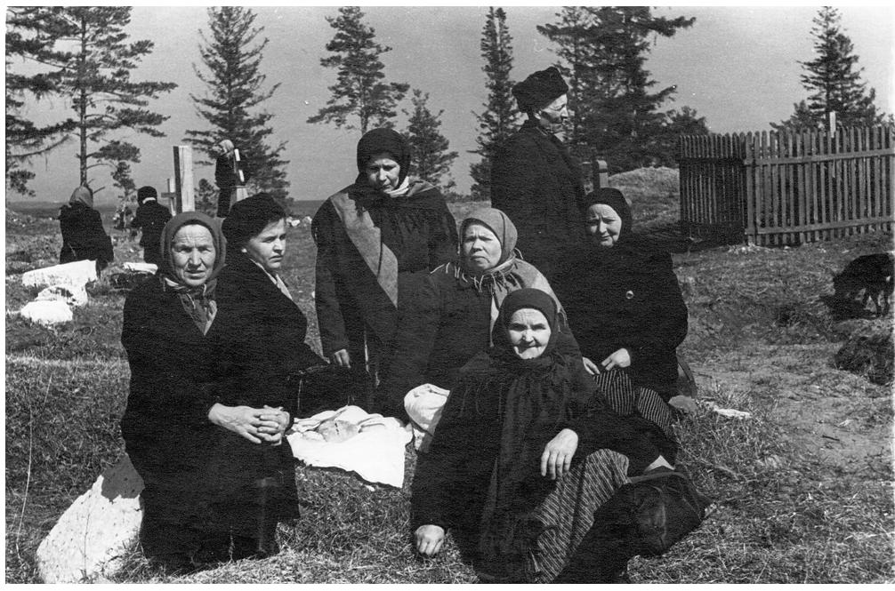 На старом чепецком кладбище. 60-е гг. ХХ в.