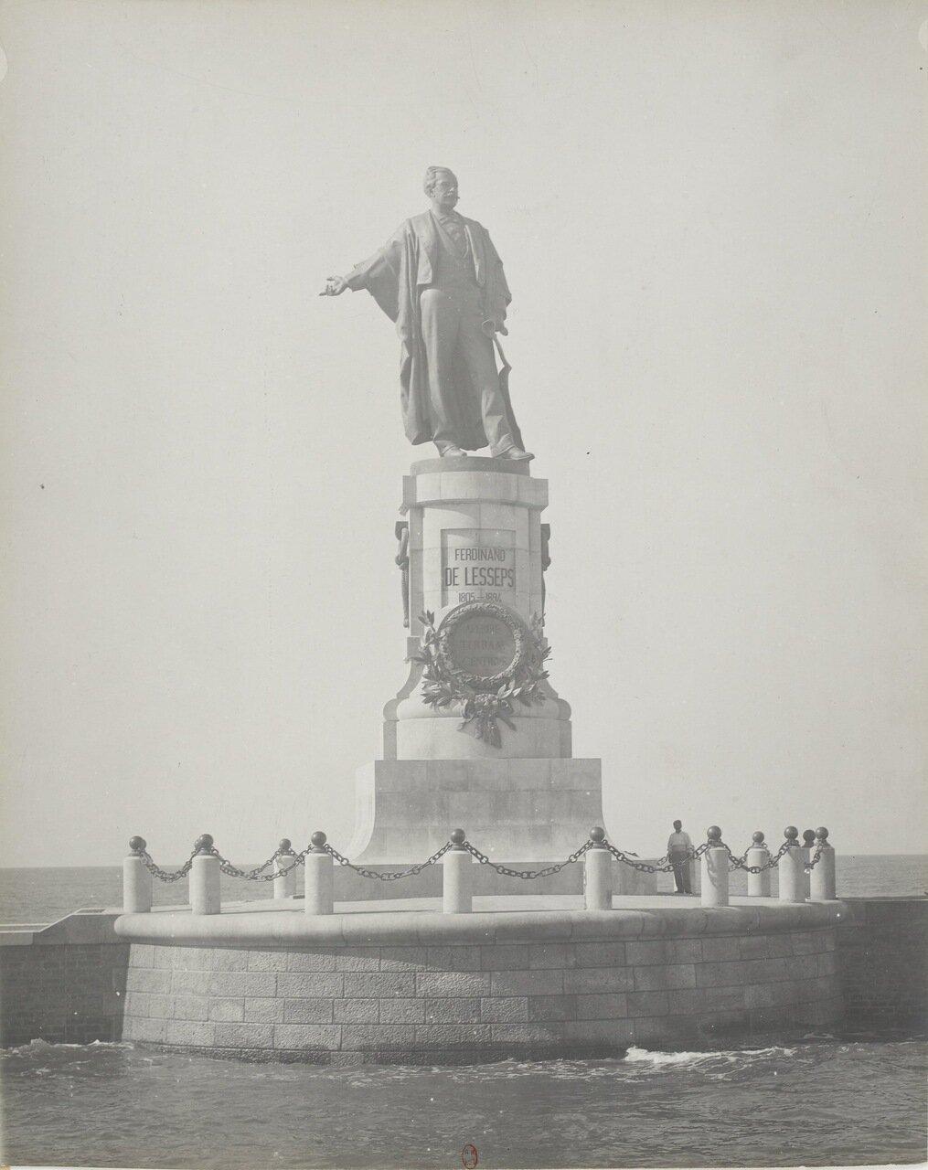 Памятник в Порт-Саиде