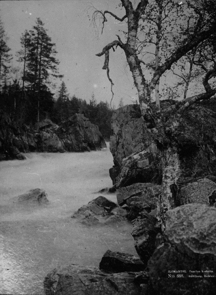 Бурная, порожистая река в гранитных берегах