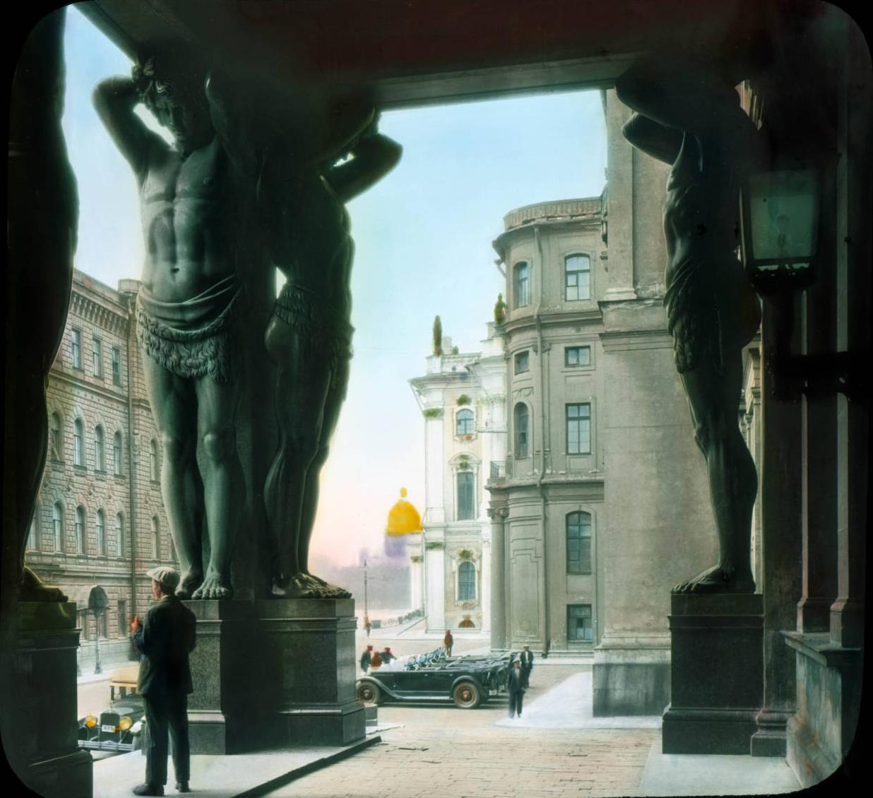 Санкт-Петербург. Эрмитаж (Новый Эрмитаж), портик с атлантами
