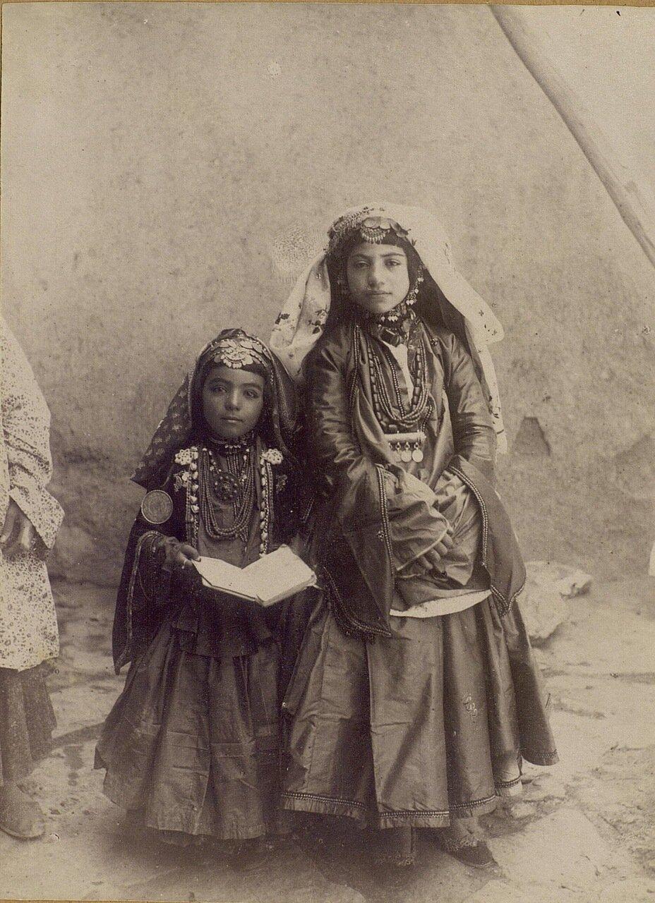 Девушки из богатой семьи Шахсевян