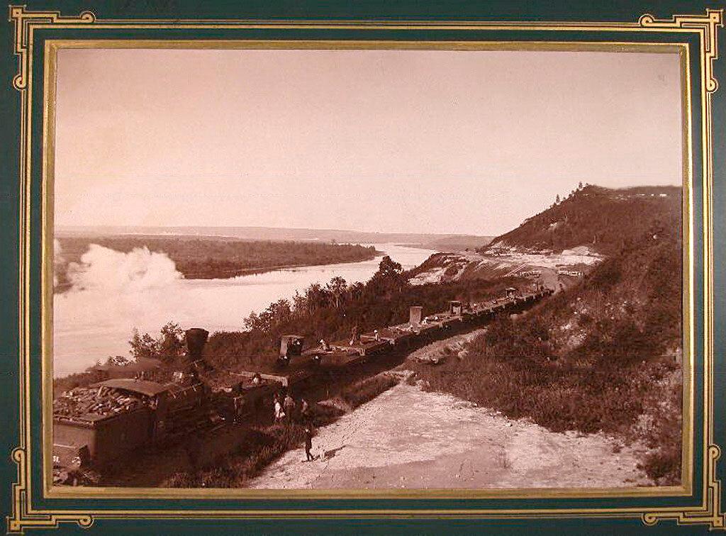 8. Вид части железнодорожного полотна по косогору реки Белой.