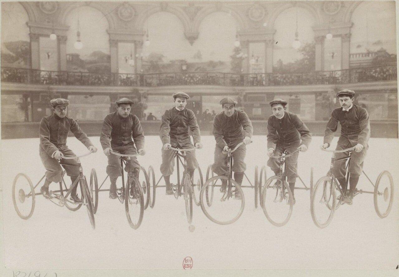 Велосипедное соревнование в Ледовом дворце