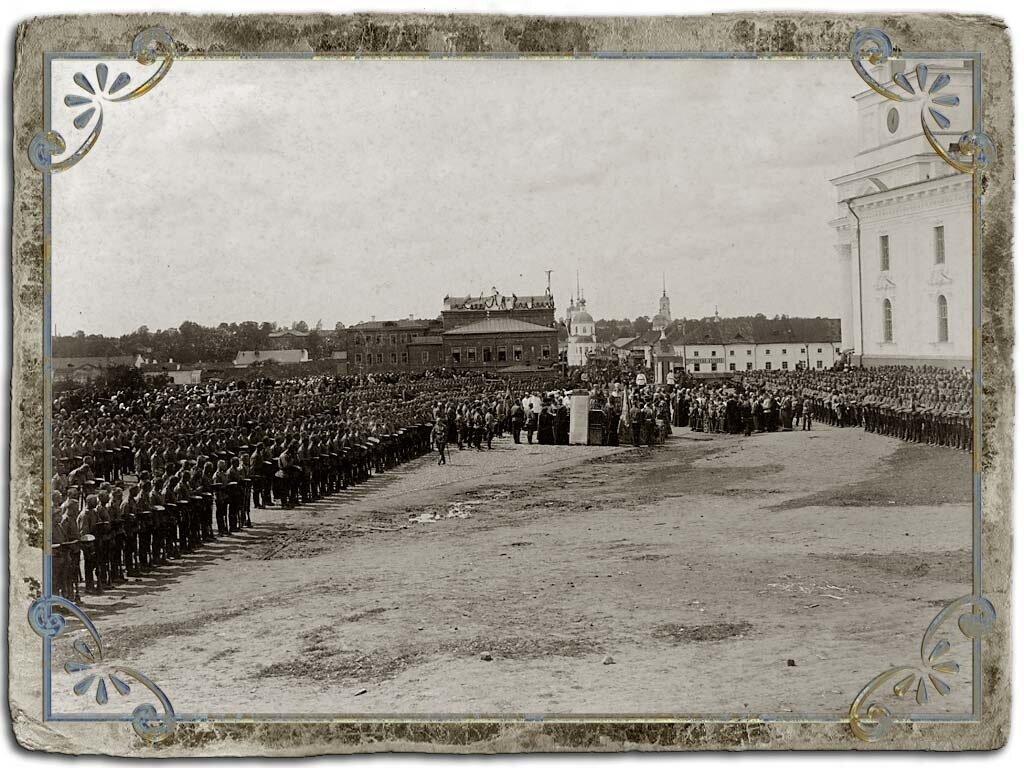 Молебен для воинской части на соборной площади, 1909 год.