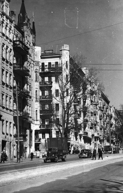 1957. Угол улиц Горького и Саксаганского