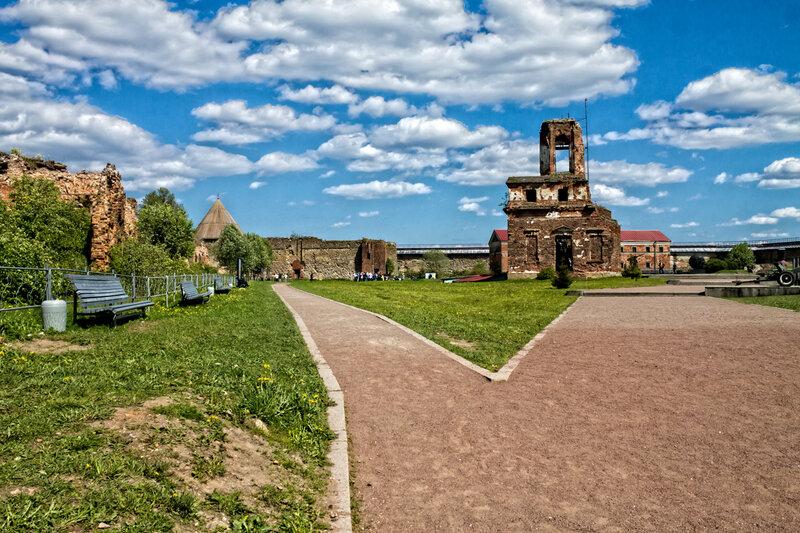 Прогулка внутри крепости Орешек
