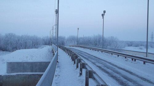 Фотография Инты №2486  Мост ТЭЦ в северном направлении (из города, примероно от его середины) 06.01.2013_13:44