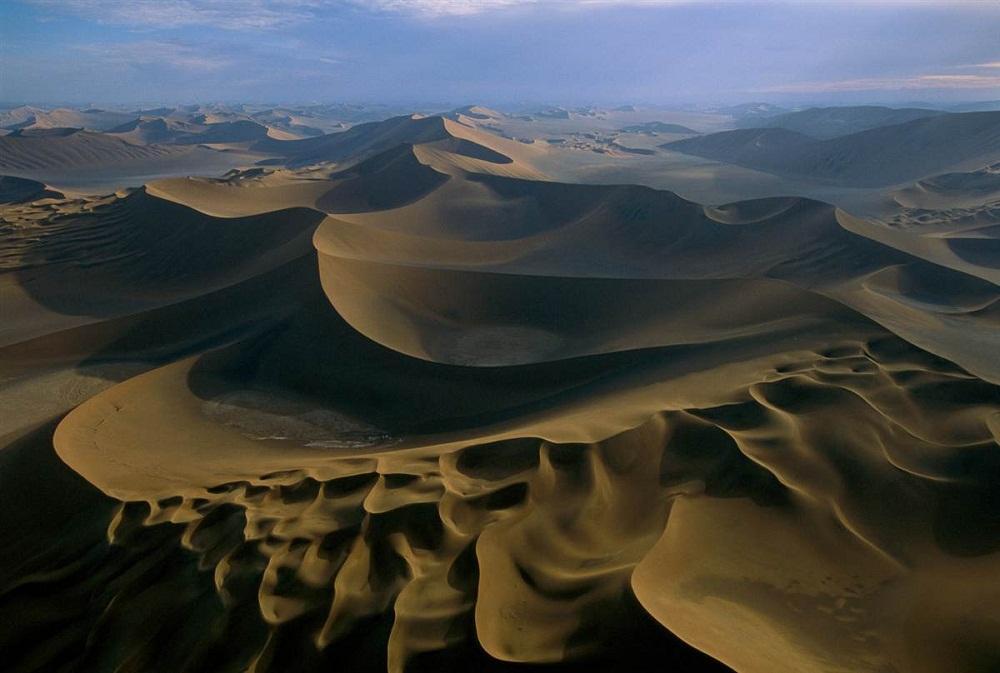 8. Деште-Лут, Иран. Мегадюны достигают более 275 метров в высоту и растягиваются на более 880 метров