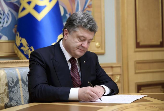 Порошенко объявил, что Украина широко открыла дверь вЕвропу