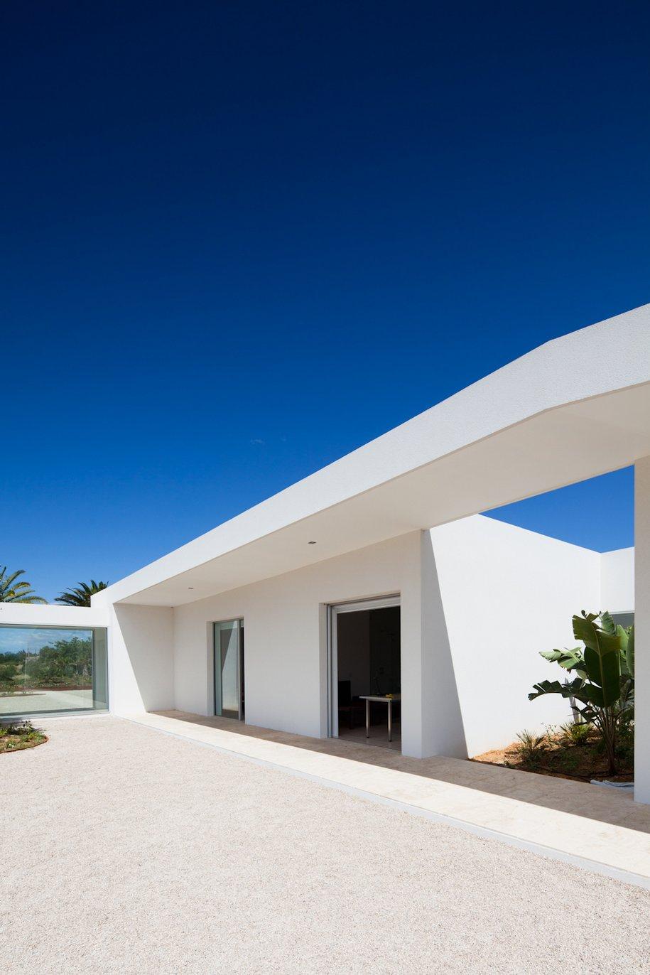 Белоснежный частный дом в Португалии