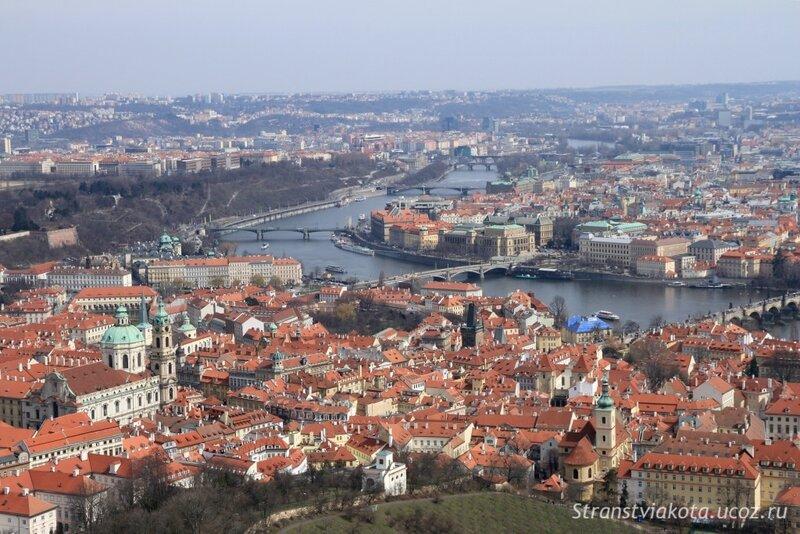 Петршинская башня, вид на Прагу