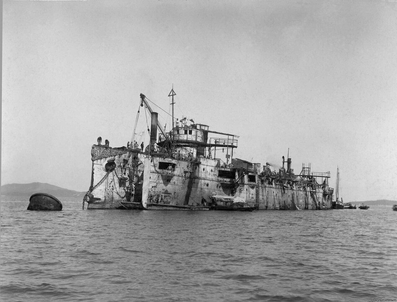 Подъём японцами затопленного в Чемульпо крейсера «Варяг»