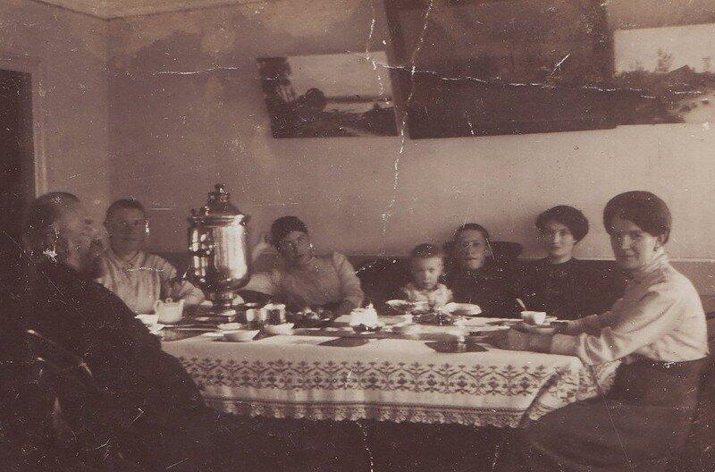 Семейные посиделки. 1914 год.