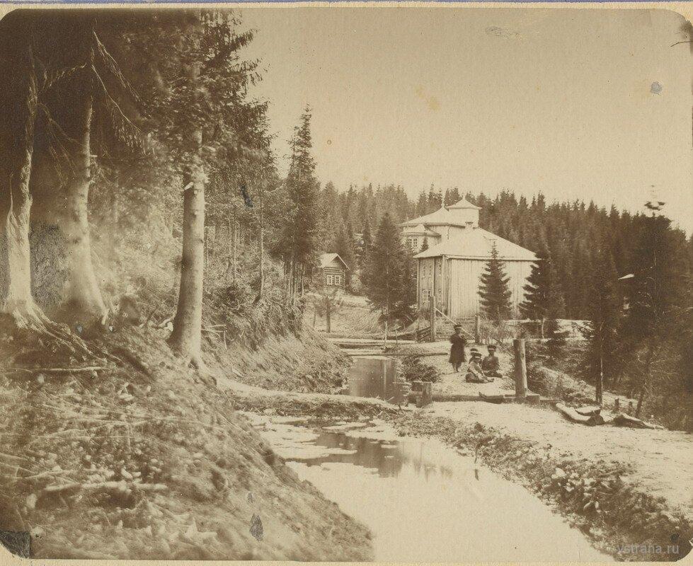 Вид на Филейский монастырь от леса.