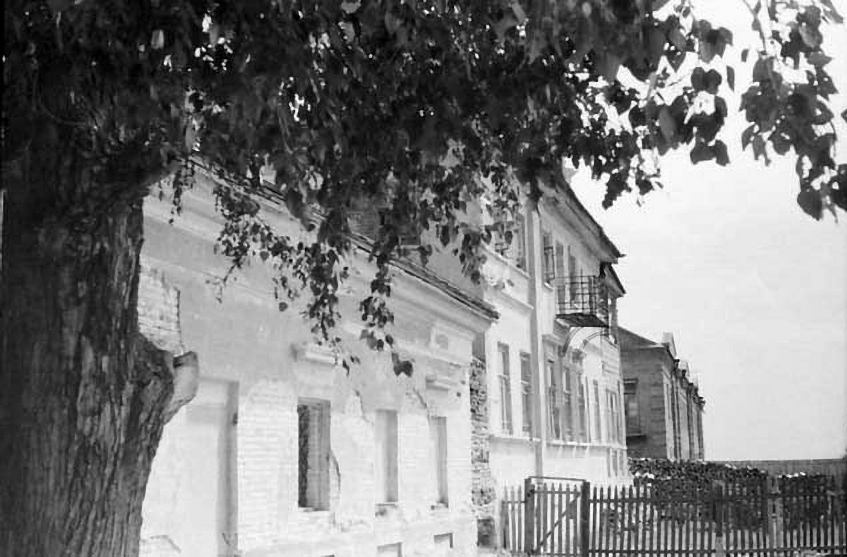 Улица Набережная. Дом Шишкиных.