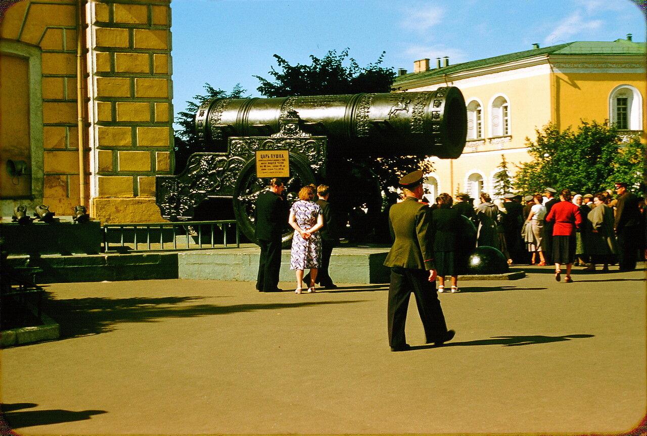 Царь-пушка в Кремле