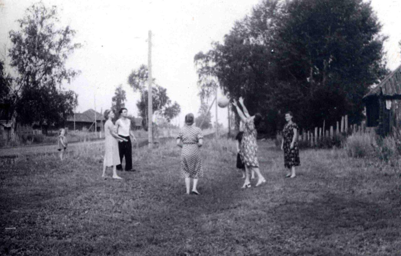 Пермская область. Оханский район. Деревня Лыва. 1957.