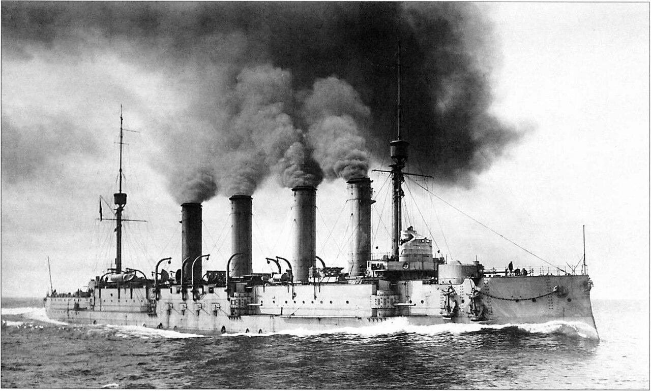 Броненосный крейсер 'Баян' во время ходовых испытаний