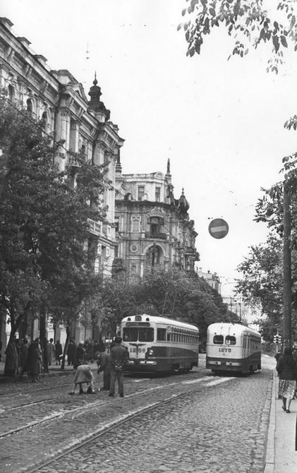 1955.10. Улица Ворошилова (сейчас улица Ярославов Вал) возле пересечения с улицей Владимирской