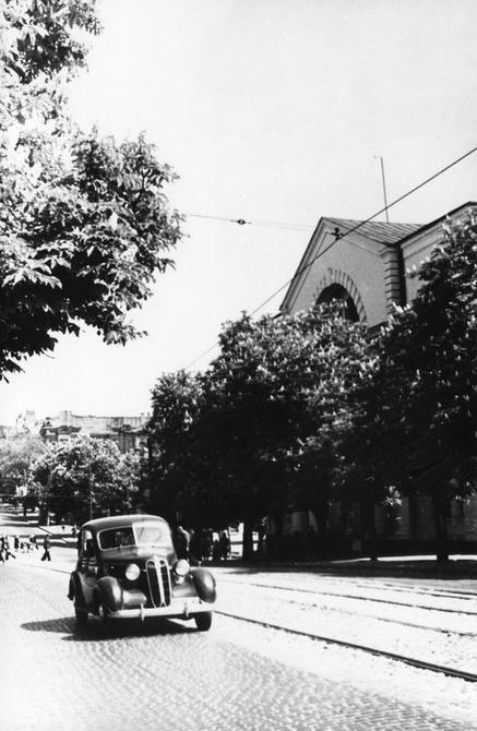 1945.05. Фото: Бабанова Б.О. Улица Владимирская возле здания Академии наук УССР