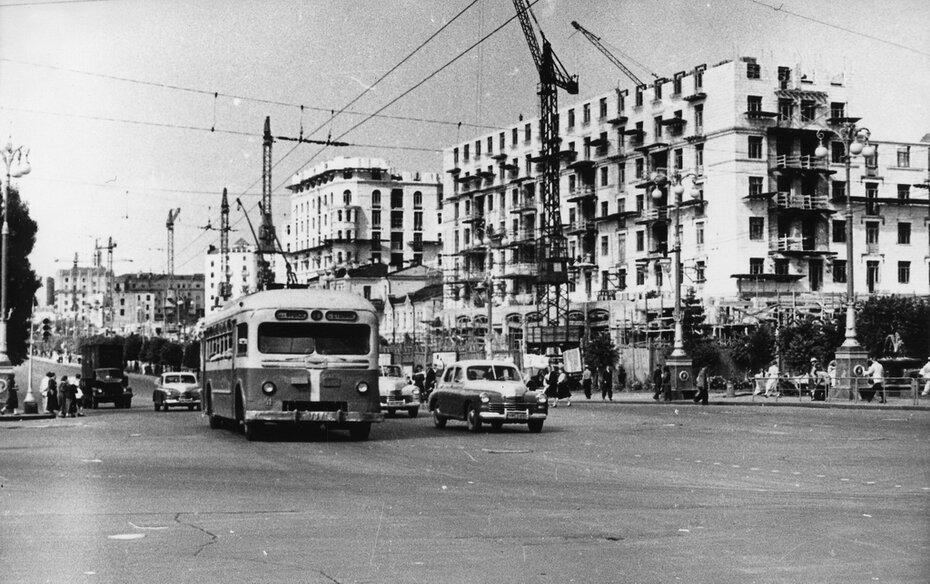1950-е, начало. Строительство жилых домов на Хрещатике. Фото: Хижняк Г.М.