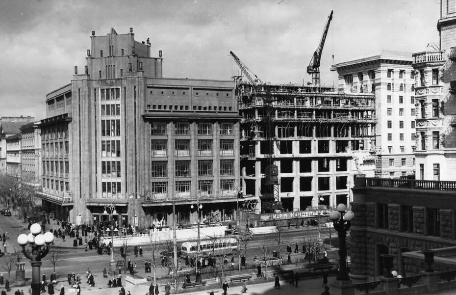 1956.05.05. Угол улиц Хрещатик и Ленина (сейчас улица Богдана Хмельницкого)