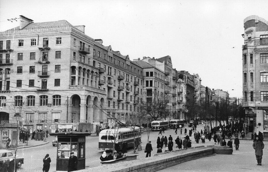 1951.12.05. Угол улиц Красноармейской и Саксаганского