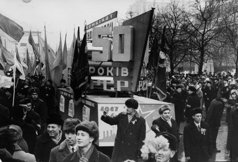 1967.12.24. Демонстрация трудящихся во время празднования 50-летия образования УССР