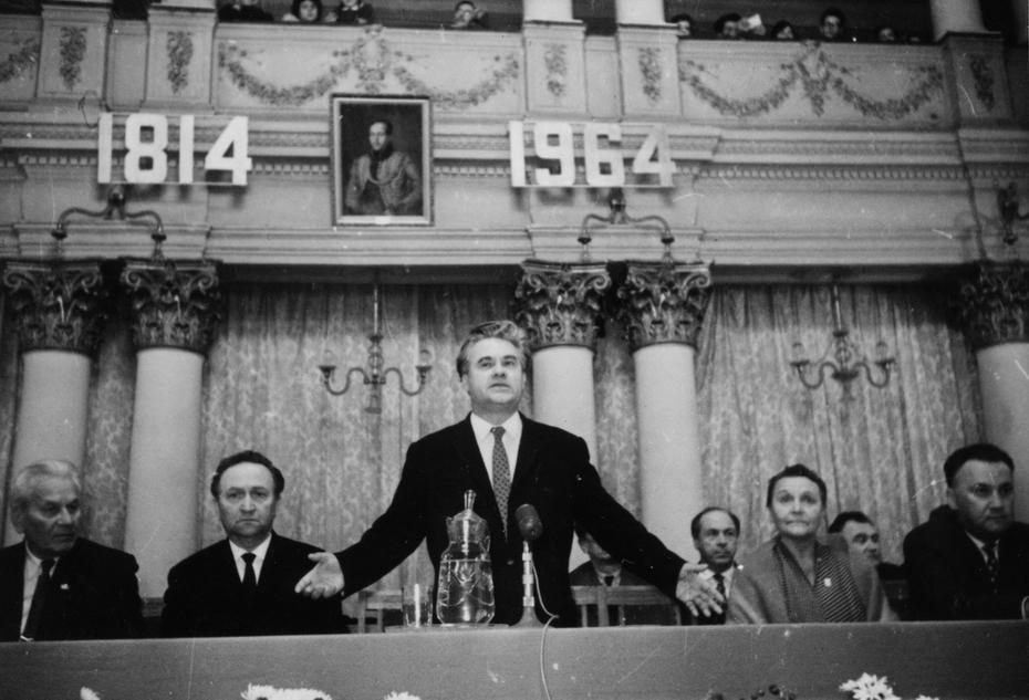 1964. Президиум вечера, посвященного 150-летию со дня рождения М.Ю.Лермонтова. Выступает поэт Платон Воронько.