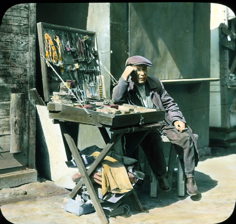 Москва и москвичи образца 1931-го года. В цвете ... Раскраска Тумбочка