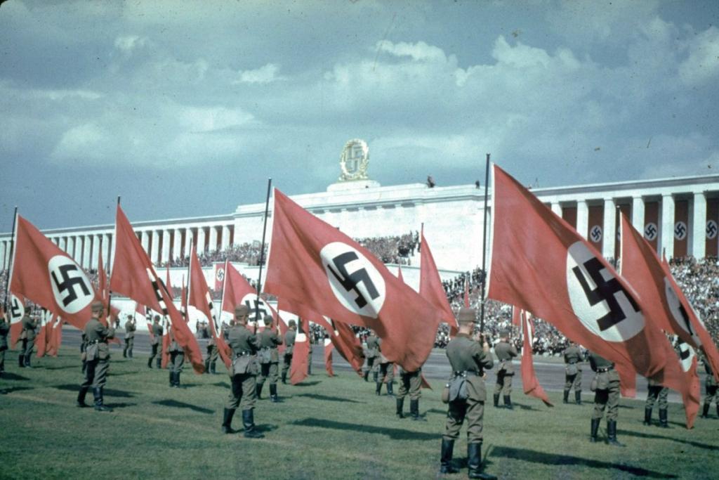 Жизнь нацистской Германии в цвете