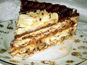 Готовый Киевский торт - кусочек