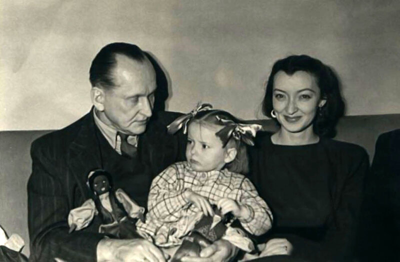 Александр и Лидия Вертинские с дочерью Машей.