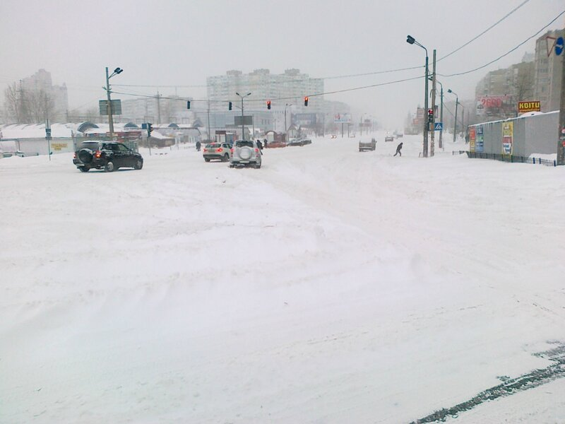 Улица Ревуцкого под снегом