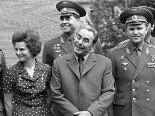Брежнев и космонавты.