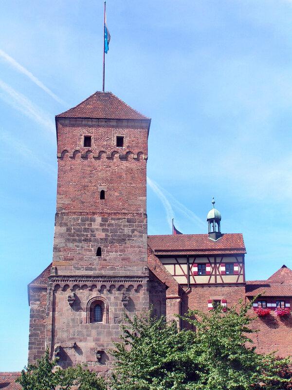 Двойная капелла с «языческой» башней Хайдентурм