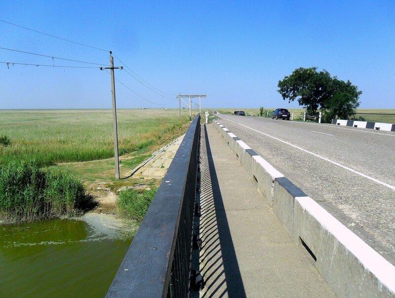 На мосту через Челбасское гирло ... SAM_8914.JPG