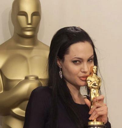 Анджелина Джоли спечели