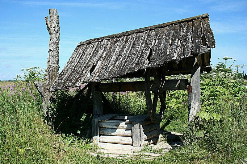 деревня Лисицынская колодец с колесом