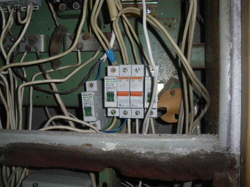 Фото 4. Автомат включен, электроснабжение квартиры полностью восстановлено.