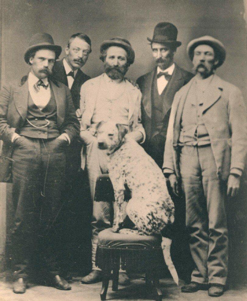 Слева направо Веллингтон Ваннатта, судья Чарли Смит, голландец Сандерс, мистер Дэвис, Джордж Фортуна